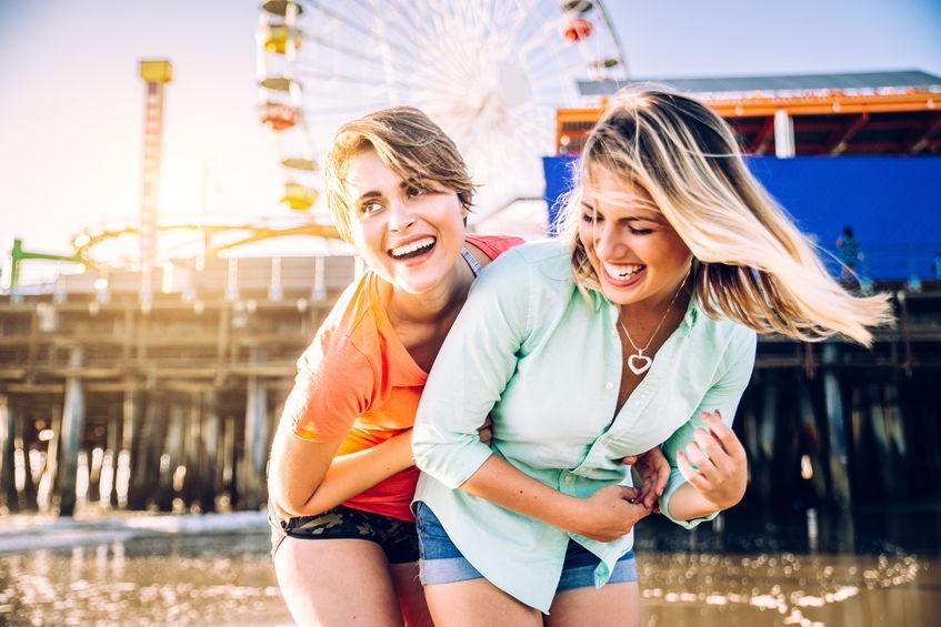 mladí lesbičky sváděli