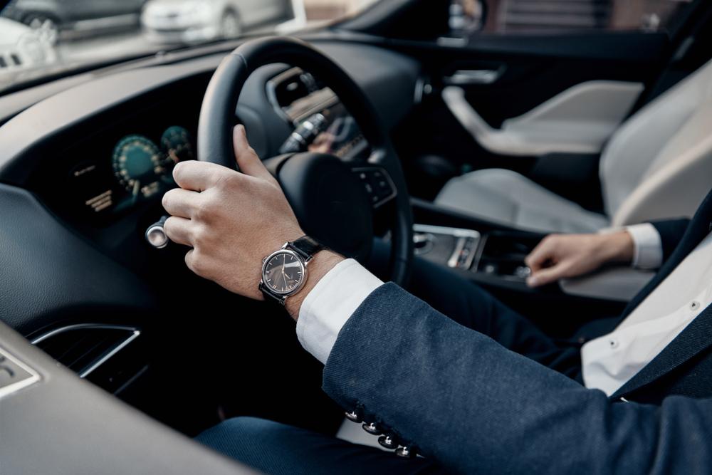 Muzska ruka auto